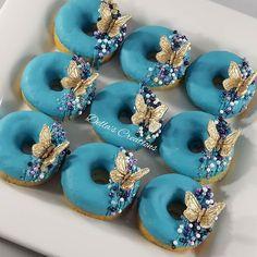 Fancy Donuts, Fancy Cupcakes, Cute Donuts, Mini Donuts, Doughnuts, Unique Desserts, Cute Desserts, Delicious Donuts, Delicious Desserts