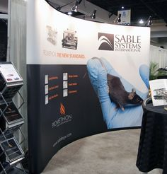 Curve banner stand that pops up and is easily constructible.
