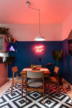 Você já pensou em fazer uma decoração com neon para a sua casa? Ela pode deixar sua casa mais colorida e divertida, descubra como neste post!