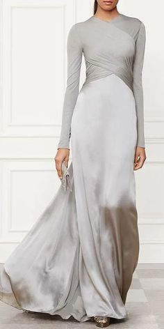 Inexpensive reproductions, recreations & replications of Haute Couture Designer Dresses, Formal Ball Gowns & evening wear. Fashion Moda, Look Fashion, Fashion Design, Choice Fashion, Fashion Women, Fashion Beauty, Beautiful Gowns, Beautiful Outfits, Gorgeous Dress