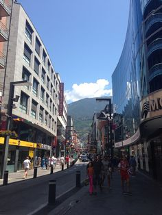Andorra La Vella en Andorra la Vella Cities In Europe, Travel Europe, Catholic Bishops, Iberian Peninsula, The Beautiful Country, Bosnia, Macedonia, Capital City, Hungary
