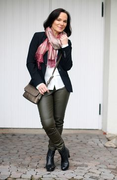 Office look in olive leather leggings and a pink dash of colour - style over 50