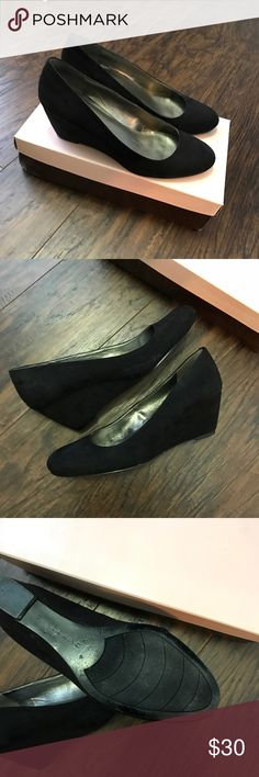 🎁 Bandolino Black Suede Wedges Great work/interview style! Fits true to size. Worn just a couple of times to interviews so may have some small imperfections but overall in great shape! Bandolino Shoes Wedges