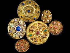 Broches circulares. Necrópolis de Bad Krozingen. Cultura merovingia. Siglo VII d.C. Museo de Friburgo. Foto: A. Killian.
