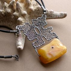 Necklace | Jamjka Designs (Maria Rągowska ?) Amber and silver plated copper wire*