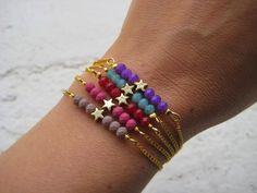 Pulseras con cuentas de cristal y detalle de estrella en dorado // Bracelets with glass beads and gold star