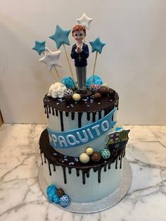 Tarta buttercream dripp de chocolate y estrellitas. Birthday Cake, Cupcakes, Chocolate, Desserts, Food, Fondant Cakes, Lolly Cake, Candy Stations, Cookies