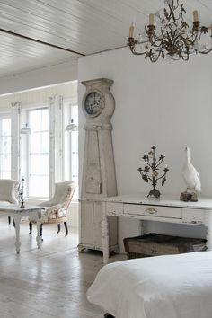 Buon pomeriggio…  In Norvegia una bella casa in un mix di stili, shabby, vintage e gustaviano…                             ...