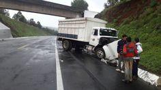 La mañana de este sábado se suscitó un accidente sobre la Autopista Siglo XXI a la altura del kilómetro 73+300 entre un tráiler, cuyo conductor se dió a la fuga ...