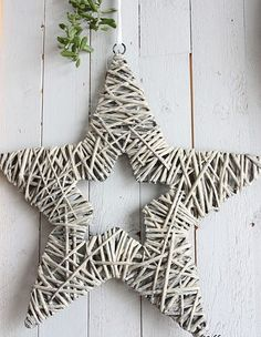 Star wire frame wrapped in straw and painted soft gray. Woodland Christmas, Christmas Wood, White Christmas, Christmas Crafts, Christmas Decorations, Christmas Ornaments, Xmas, Willow Weaving, Basket Weaving