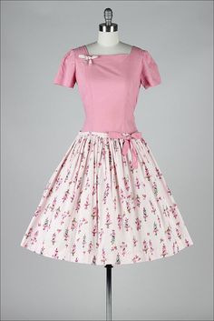 by millstreetvintage - ➳ vintage dress * pink and white cotton * darling bird cage novelty print * full skirt * bow tie details * metal side zipper condition Vintage Outfits, Vintage 1950s Dresses, Vintage Wardrobe, Retro Dress, Vintage Clothing, Pretty Outfits, Pretty Dresses, Beautiful Dresses, Moda Vintage