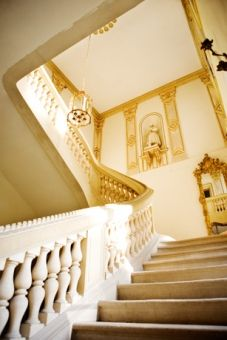Is it just us? Or do those staircases scream the need for dressing up and sweeping down them? #executive #rethinkretreats