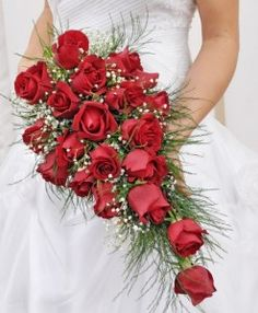 buque-de-flores-em-cascata-rosas-vermelhas