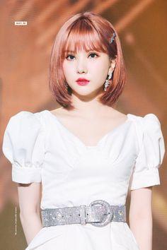 Check out GFriend @ Iomoio South Korean Girls, Korean Girl Groups, Blonde Asian, Jung Eun Bi, G Friend, K Idols, Kpop Girls, New Hair, Asian Girl