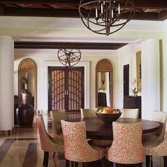 Alberto Pinto - Interior Designs,  love the molding
