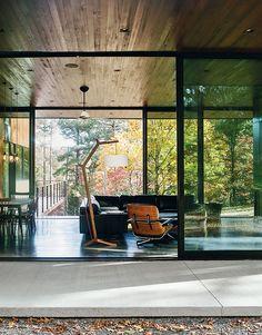 Lounge in modern home in North Carolina by In Situ Studio