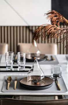 // a c c e s s o r i e s : p l a c e s e t t i n g Restaurant Table Setting, Restaurant Tables, Dining Ware, Dining Set, Dinner Sets, Dinner Table, Chinese Interior, Table Manners, Luxury Dining Room