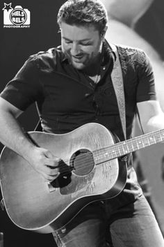 Chris Young doing what he loves! Cute Country Boys, Country Men, Country Life, Country Music Artists, Country Singers, Chris Young Songs, Alan Young, Eric Church, Dear Future Husband