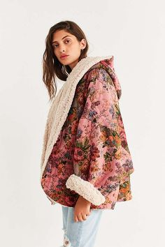 Shop UO Beatriz Reversible Cozy Coat at Urban Outfitters today. We carry all the latest styles, colors and brands for you to choose from right here. Look Fashion, Fashion Beauty, Winter Fashion, Fashion Outfits, Womens Fashion, Fashion Tips, Mode Style, Style Me, Diy Vetement