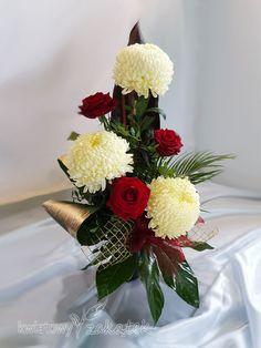 Grave Decorations, Table Decorations, Funeral Flowers, Wedding Flowers, Arte Floral, Flower Arrangements, Red And White, Home Decor, Flower Arrangements Simple