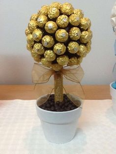 Ferrero Rocher candy chocolate tree for Wedding Ferrero Rocher candy chocolate tree for Wedding Chocolate Tree, Chocolate Bouquet, Chocolate Gifts, Candy Bouquet Diy, Diy Bouquet, Candy Bar Bautizo, Blackberry Syrup, Graduation Party Themes, Gift Ideas