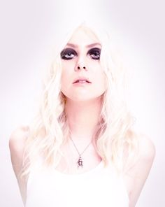 Taylor Momsen ❌ love the platinum hair