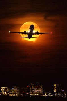 737 taking off from EHAM Schiphol at moonrise.