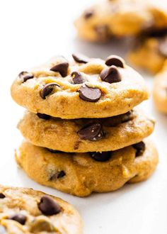 These are the absolute BEST Pumpkin Chocolate Chip Cookies! Soft, moist and load. Pumpkin Recipes, Cookie Recipes, Dessert Recipes, Fall Desserts, Fall Recipes, Yummy Recipes, Holiday Recipes, Dinner Recipes, Biscuits