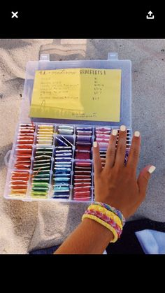 Mens Bracelets - -Leather Mens Bracelets - - Feltasaurus: DIY Ombre Fishtail Friendship Bracelet Tutorial ✰P I N T E R E S T : Embroidery Bracelets Ideas VSCO - It's an addiction Bracelets Diy, Thread Bracelets, Embroidery Bracelets, Summer Bracelets, Bracelet Crafts, String Bracelets, Homemade Bracelets, Pony Bead Bracelets, Pura Vida Bracelets