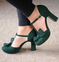 Rubber Women's Buckle Green Spring Fall Party & Evening Casual PU PU Chunky Heel 2 inch Pumps Closed Toe 35 36 37 38 39 40 41 42 43 Shoes Source by 2 inch Pretty Shoes, Beautiful Shoes, Cute Shoes, Me Too Shoes, Mode Style, Character Shoes, Fashion Shoes, Fashion Fashion, Boots