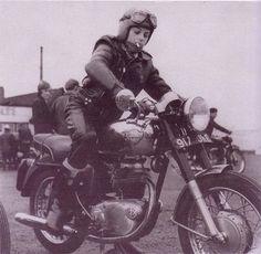 ❤️ Women Riding Motorcycles ❤️ Girls on Bikes ❤️ Biker Babes ❤️ Lady Riders ❤️ Girls who ride rock ❤️ British Motorcycles, Vintage Motorcycles, Lady Biker, Biker Girl, Moto Logo, Motos Retro, Harley Davidson, Enfield Motorcycle, Cafe Racer Girl