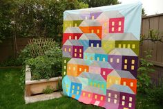 Here's where you can find the FREE pattern. It re-directs you to Craftsy. http://prettylittlequilts.blogspot.com/2015/04/hillside-houses-quilt-along.html