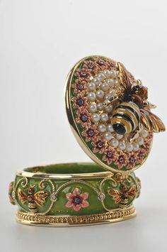 Bee Trinket Box by Keren Kopal Faberge Egg Swarovski Crystal Jewelry Box Bee Jewelry, Jewelry Box, Jewlery, Cadeau St Valentin, Bee Boxes, Pill Boxes, I Love Bees, Bee Art, Beekeeping