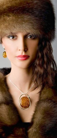 Essence of Fashion ~ Opulent ✦ Fashion ✦ Hair ✦ Make-up ✦ Accessories ✦ from my board: https://www.pinterest.com/sclarkjordan/essence-of-fashion-~-opulent-look/