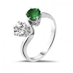 Toi et Moi ring in platinum with round diamond and emerald