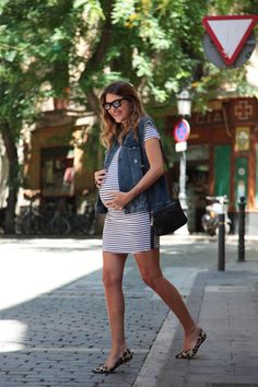 MATERNITY STRIPED DRESS | My Daily Style en stylelovely.com