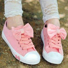 Girly Converse with bow accent Shoe Boots, Shoes Heels, Pumps, Shoe Bag, Louboutin Shoes, Women's Shoes, Pink Shoes, Baby Shoes, Mode Rose