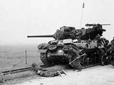 [Photo] British troops taking shelter near a Wolverine tank destroyer, Normandy, France, 6 Jun 1944 M10 Wolverine, D Day Normandy, Normandy France, M10 Tank Destroyer, Patton Tank, Canadian Army, British Army, Army Infantry, Military Armor