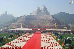 "statues des empereurs ""Yandi et Huangdi "" 106 m   Henan    Chine"