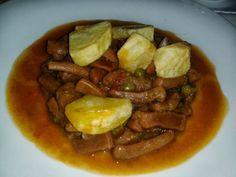 Calamares en Salsa Picante con Guisantes y Patatas