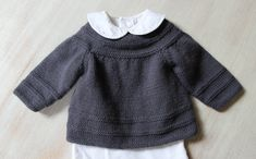 35 / Baby Vest Knitting pattern by Florence Merlin 35 / Baby Weste Strickanleitung von Florence Merlin This image. Baby Knitting Patterns, Pattern Baby, Love Knitting, Baby Cardigan Knitting Pattern, Knitting For Kids, Baby Patterns, Knit Baby Sweaters, Lace Cardigan, Crochet Baby