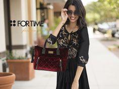 Bolso burdeos de efecto acolchado y vestido con cuerpo bordado de la nueva colección de FOR TIME.