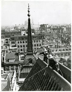 Women fire guards practising a hose drill on the Bank roof, [1939-45]