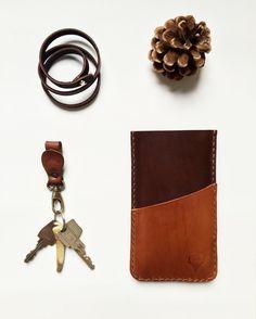 Bracelet ✖️ phone sleeve #karu #karudesigns #handmade #leather #accessorie #accessories #leathercraft #phonesleeve #sleeve #phonecase #leatheraccessories #pine #cognac #nordicdesign #nordic #finland #finnish #essentials #love