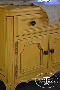 gelbe kreidefarbe kann auch h bsch aussehen diy m bel streichen mit gelber kreidefarbe chalk. Black Bedroom Furniture Sets. Home Design Ideas