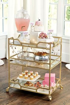 Use these convenient bar cart ideas in your apartment home. Over thirty bar cart ideas perfect for your apartment. Feed your design ideas now. Home Bar Decor, Bar Cart Decor, Diy Bar, Drink Cart, Beverage Cart, Outside Bars, Gold Bar Cart, Bar Cart Styling, Tea Cart