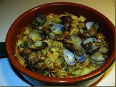 Per la Notte di San Silvestro - Pasta e Patate con Vongole http://cucinasuditalia.blogspot.it/2011/01/pasta-e-patate-con-vongole.html