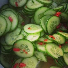 Agurksalat med chili Cucumber, Vegetables, Food, Veggies, Vegetable Recipes, Meals, Cauliflower, Yemek, Eten