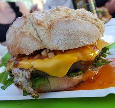 Der Hot-Frog Burger vom gleichnamigen FoodTruck heute in Waldkirchen. VOI Lecker  #foodporn #lecker #essen #geniessen #burger #hot #hotfrog #junkfood