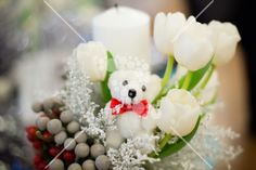 Candle with tulips and a small bear Olaf, White Flowers, Tulips, Party Themes, Candles, Table Decorations, Home Decor, Decoration Home, Room Decor
